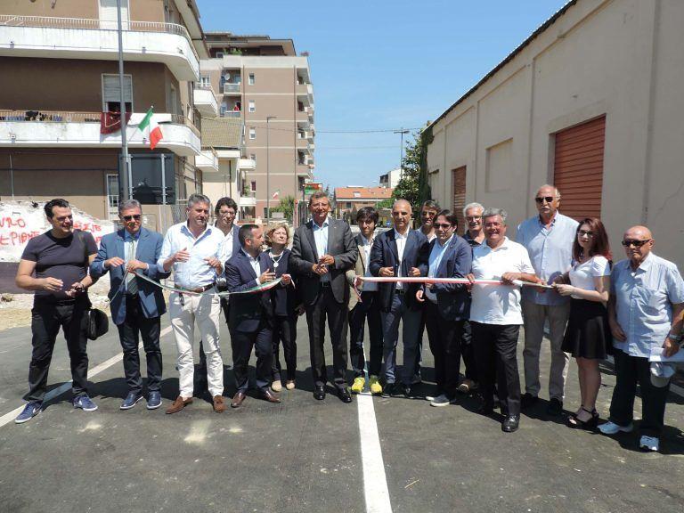 Pescara, contromanifestazione del centrodestra: taglio nastro Ponte Flaiano