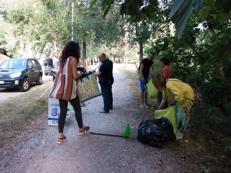 TeRamo (R)accoglie: bambini, studenti e adulti puliscono la città