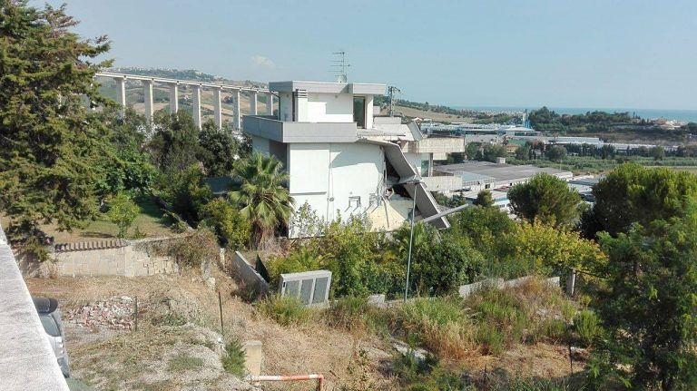 Mosciano, lo smottamento di Contrada Marina: situazione gravissima