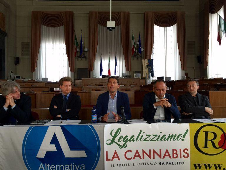"""Anche in Abruzzo la campagna per legalizzare la cannabis: """"Così si alza il Pil"""""""