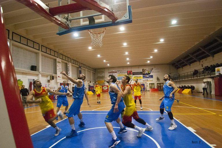 Basket, Montegrnaro troppo forte: Giulianova cede con onore