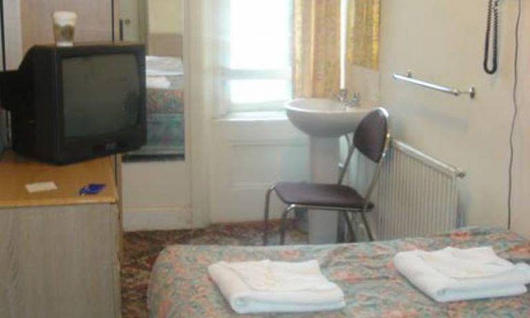Tortoreto, topo d'albergo bloccato in una struttura ricettiva