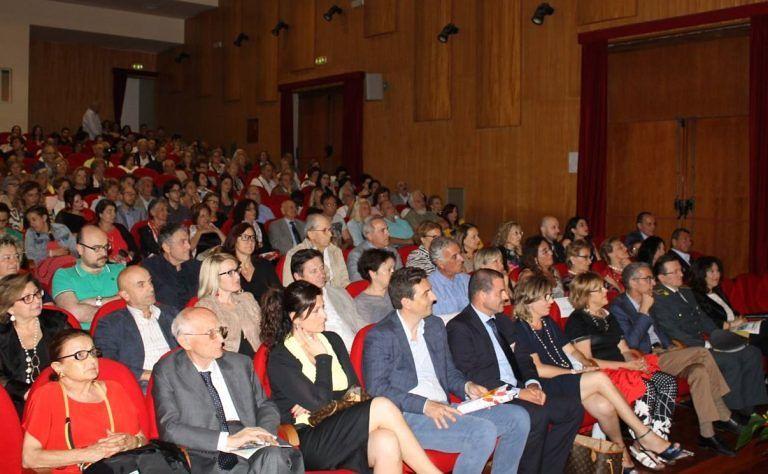 Pescara, sala gremita al concerto per l'Ail