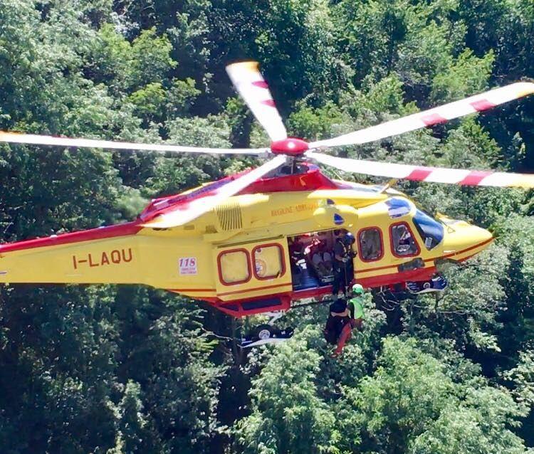 Passolanciano, malore all'uscita dalla grotta: escursionista soccorso in elicottero FOTO