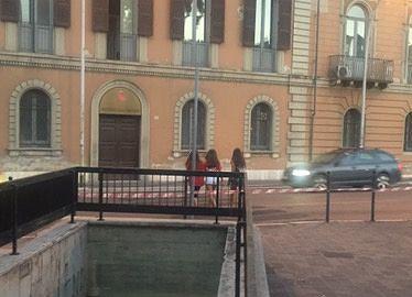 """Teramo, lavori già """"inutili"""": cittadini attraversano ugualmente a piazza Garibaldi FOTO"""