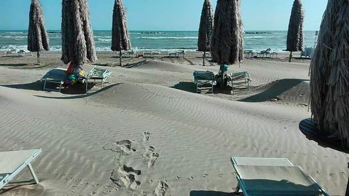 """Pescara, vento e terremoto """"cambiano"""" la spiaggia FOTO"""