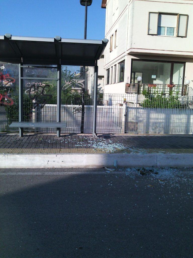 Montesilvano, Strada parco al buio tra vetri rotti e rifiuti: la denuncia di Di Sante