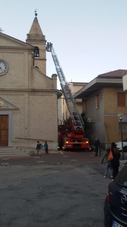 Teramo, pompieri al lavoro nella chiesa di San Nicolò FOTO