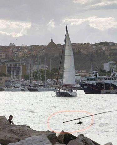 Giulianova, pescatore fantasma al porto?