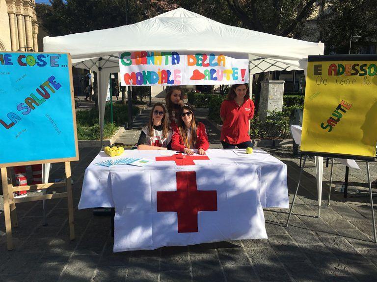 Pescara, in piazza con il gazebo della salute di Croce Rossa