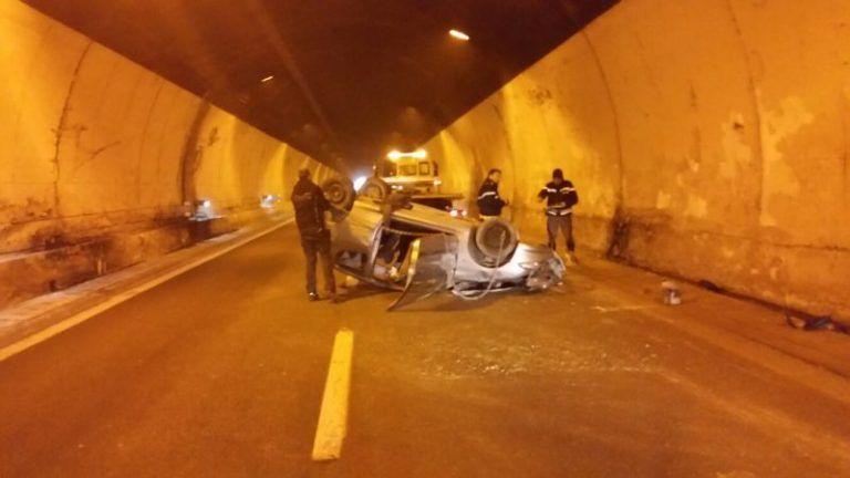A25, auto si ribalta nella galleria di Cocullo VIDEO DELL'INCIDENTE