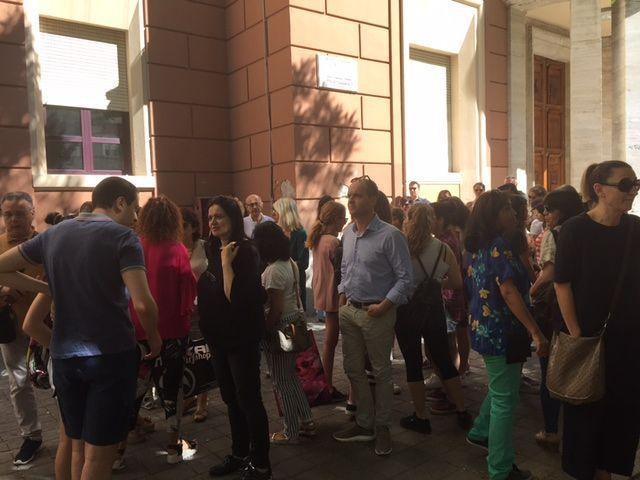 """Pescara, proteste contro settimana corta al Classico: """"Pronti a togliere figli"""""""