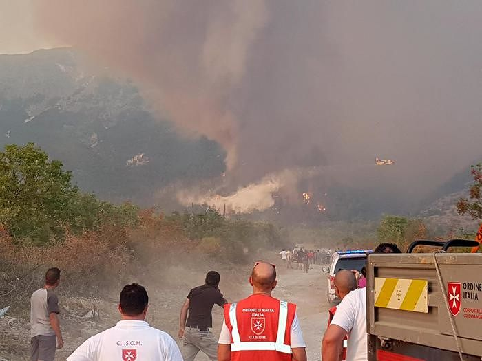 Incendio Monte Morrone, fermato un uomo: gli investigatori non credono ai suoi alibi