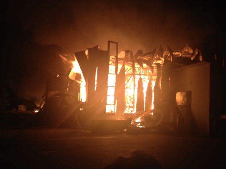 Teramo, incendio alla Richetti (ex Foodinvest): operai messi in salvo VIDEO