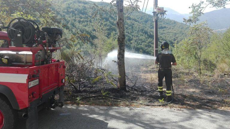 Sette incendi nel teramano: a Controguerra un ettaro in fiamme FOTO