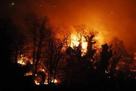 Val Pescara in fiamme: incendi su oltre 30 ettari