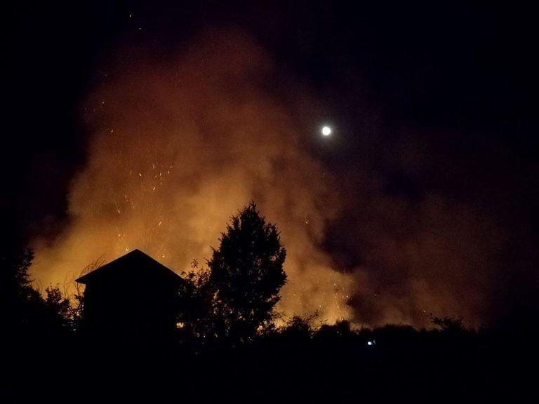 Incendi nel Pescarese, notte di lavoro per i Vigili del Fuoco – FOTO