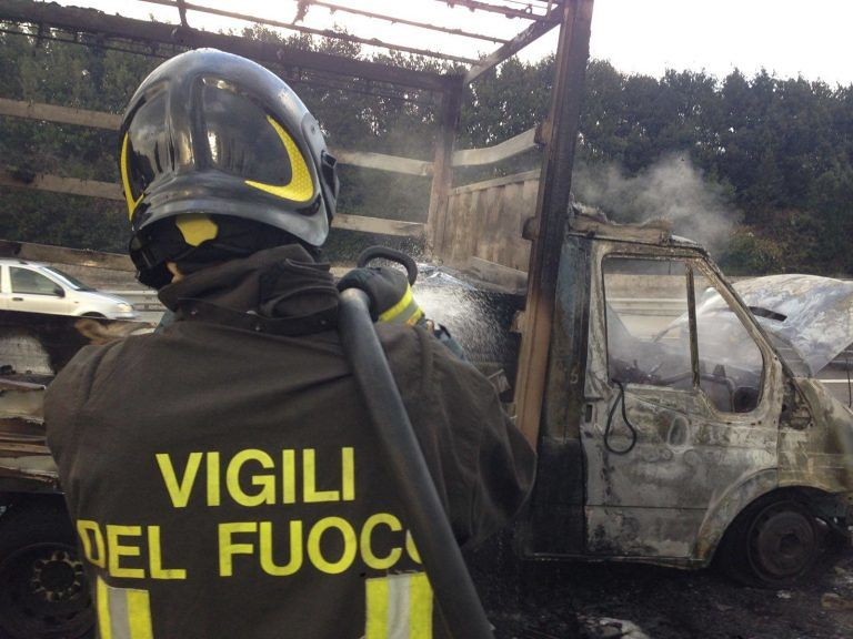 Risorse ai vigili del fuoco, pompieri teramani protestano a Roma