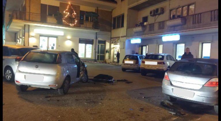 Sant'Omero, due auto si scontrano davanti alla farmacia