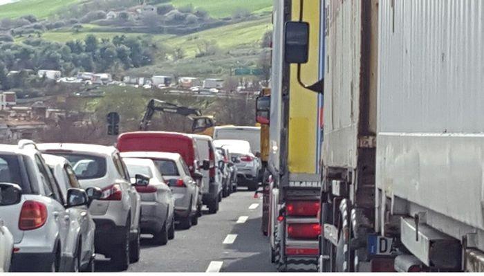 Tortoreto, tamponamento a catena sull'A14: un ferito e traffico in tilt