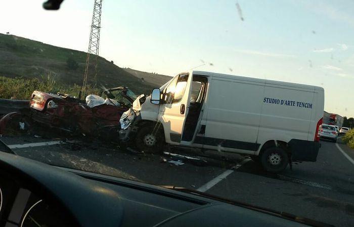 Schianto tra furgone ed auto sulla Trignina, muore automobilista
