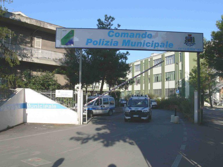 Pescara, crolla intonaco al Comando di Polizia Municipale