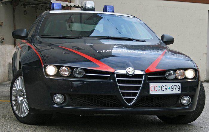 Alba Adriatica, sotto l'effetto di droghe tampona uno scooter in viale della Vittoria