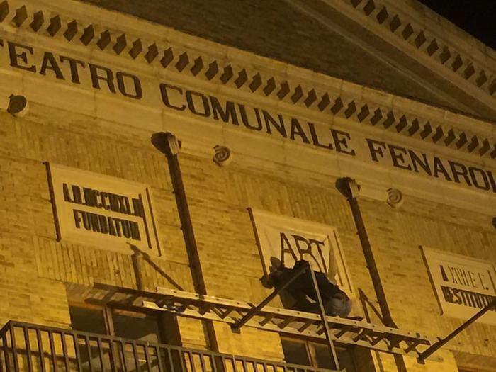 Coperto fascio littorio su facciata Teatro Fenaroli Lanciano