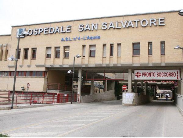 Nuovi crolli a L'Aquila in edifici inagibili, caduti calcinacci in ospedale. Anziani evacuati in provincia.