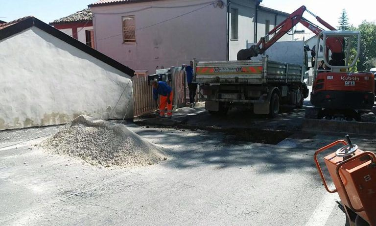 Pescara, lavori in via dei Peligni: strada chiusa dall'alba