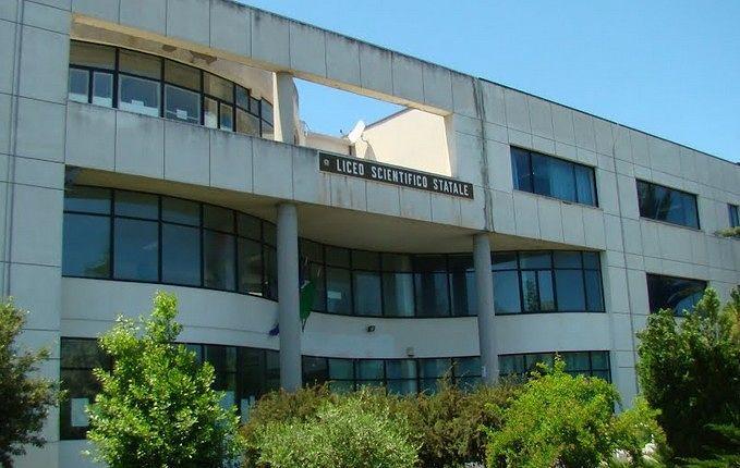 Giulianova, Fidas e Avis donano defibrillatore al Liceo Curie