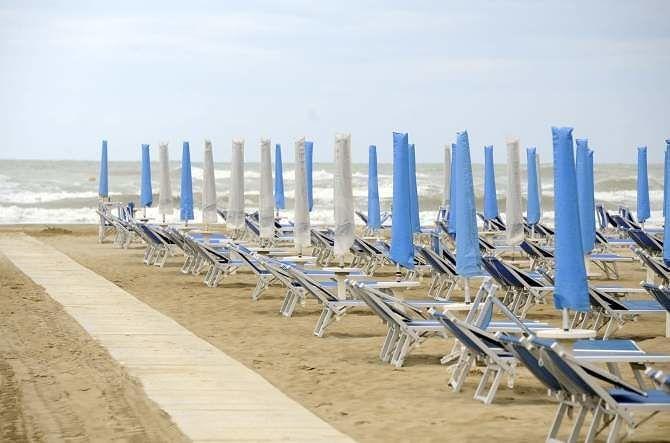 Fase due in Abruzzo. La Regione: l'ordinanza sulle spiagge (che non riaprono il 18) va modificata
