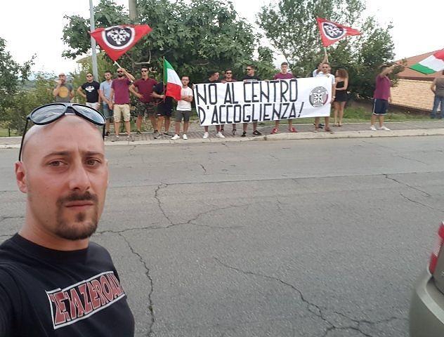 Lanciano: CasaPound Italia manifesta a fianco dei cittadini contro il centro di accoglienza di Villa Elce