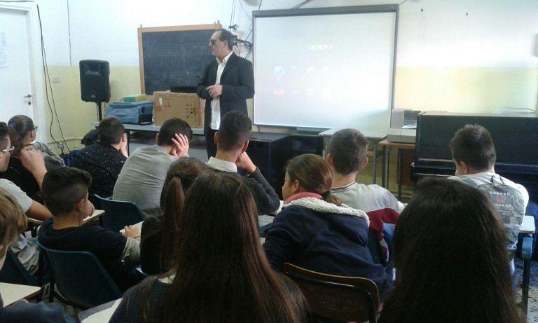 Martinsicuro, studenti dell'istituto Pertini a lezione da Mirco Mencacci