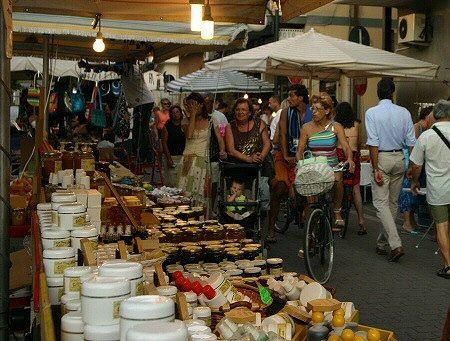 Alba Adriatica, mercatino viale della Vittoria: salta la gestione. Si cerca soluzione alternativa