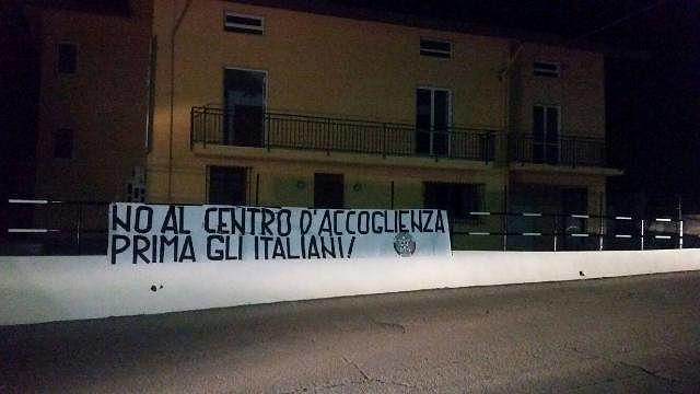 Lanciano,striscione di CasaPound Italia a sostegno dei cittadini di Villa Elce