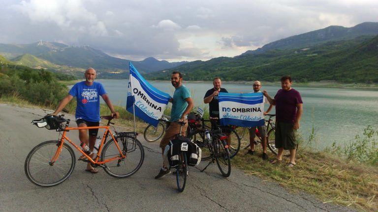 Oltre 400km in bici per dire No ad Ombrina Mare FOTO