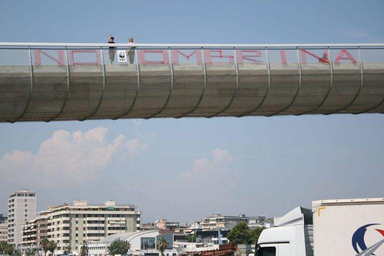 Pescara, il Ponte del Mare 'grida' No Ombrina