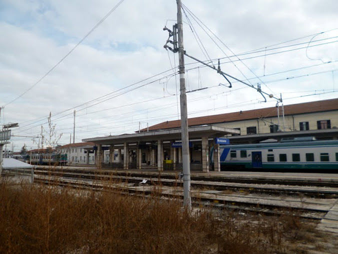 Avezzano, blocca il treno e infastidisce i passeggeri