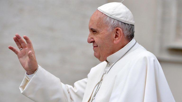 Papa Francesco, svolta sull'aborto: si all'assoluzione per chi è pentito