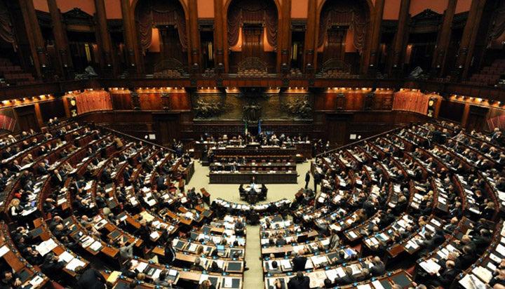 Taglio degli stipendi ai parlamentari, la maggioranza rinvia la proposta