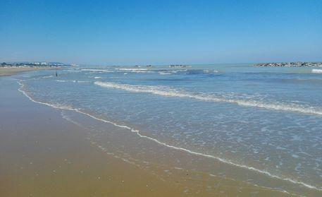 Pescara, il mare torna balneabile su tutta la costa