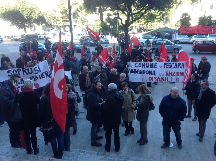 Pescara, tagli al sociale: sindacati contro il Comune