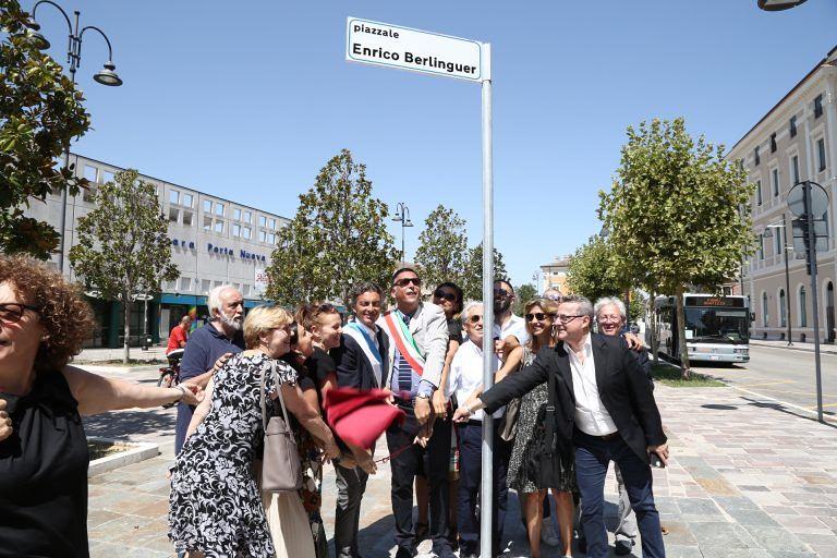 Pescara, piazza Colonna diventa piazza Berlinguer: ira di Forza Italia