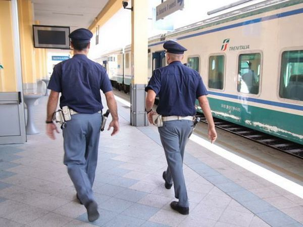 Pescara, calci e pugni a agente Polfer dopo il controllo sul treno: arrestato