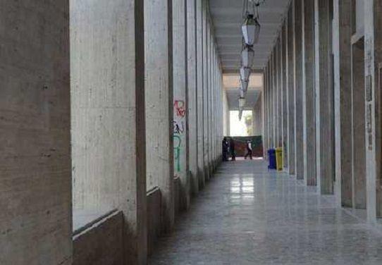 L'Aquila, imbrattano i portici di San Benedetto: denunciati due sedicenni