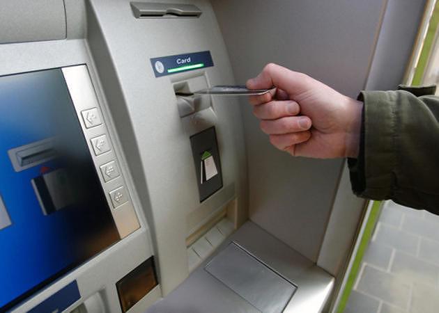 Avezzano, ruba portafoglio con bancomat: arrestato mentre preleva soldi