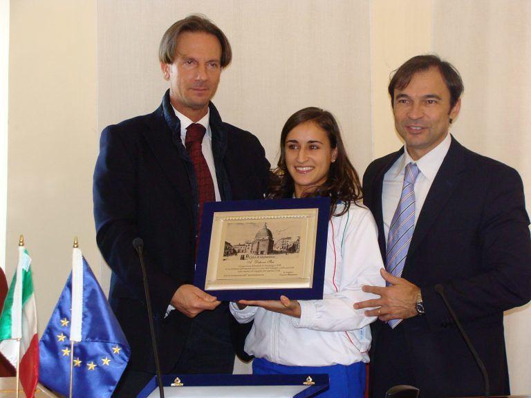 Giulianova, la campionessa del mondo Debora Sbei premiata prima del consiglio comunale