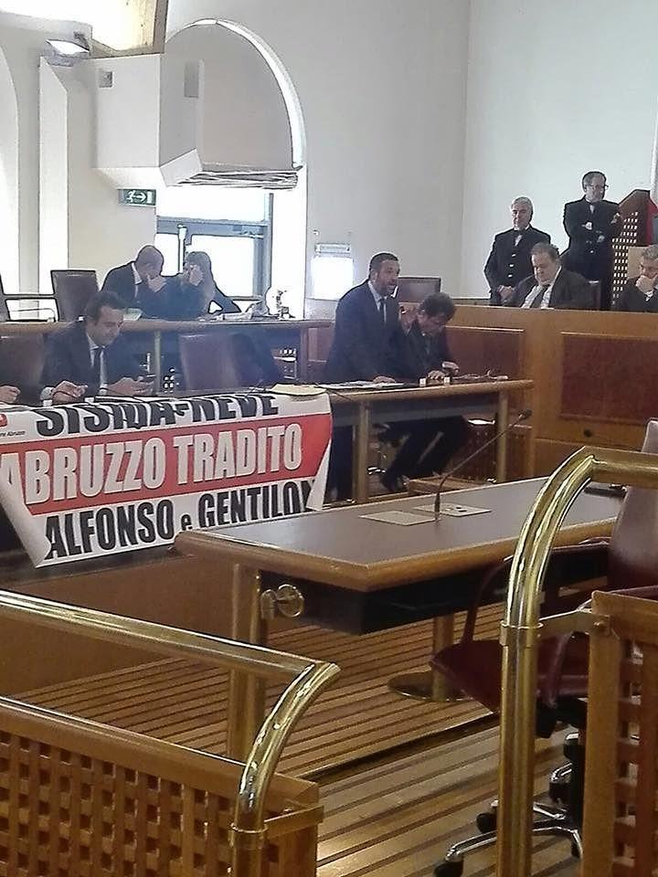 Sisma e maltempo in Abruzzo: il centrodestra protesta in aula