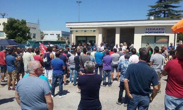 Chieti, sciopero lavoratori Dayco dopo l'annuncio di 135 esuberi